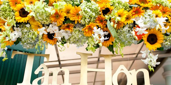 Trang trí tiệc cưới bằng hoa hướng dương độc đáo