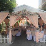 Trang trí tiệc cưới tại nhà mẫu cổng hoa 10