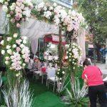 Trang trí tiệc cưới tại nhà mẫu cổng hoa 5