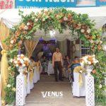 Trang trí tiệc cưới tại nhà mẫu cổng hoa 3