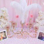 Trang trí bàn đón khách tiệc cưới tông hồng