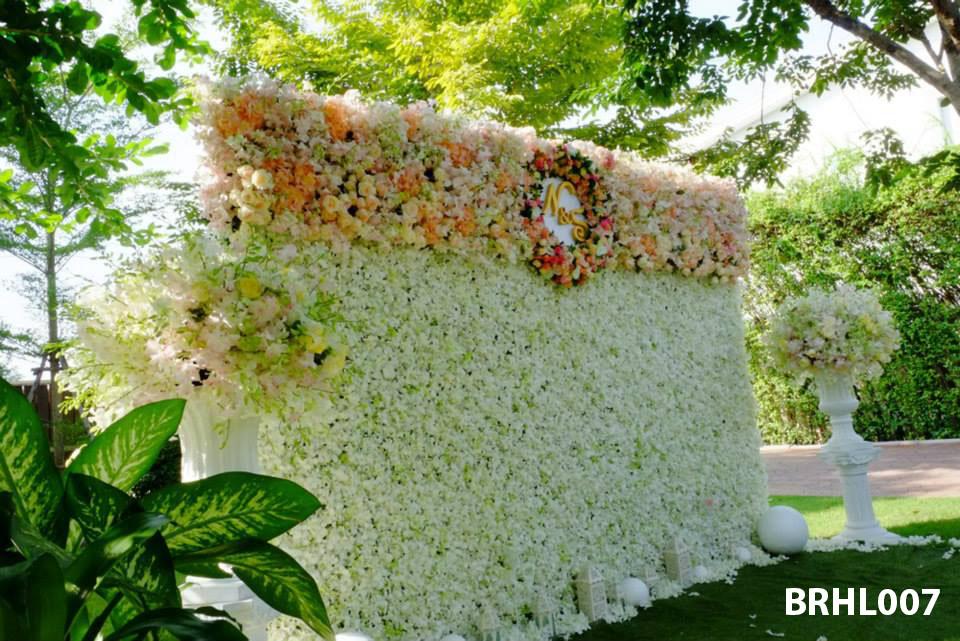 Trang trí backrop bằng hoa tươi