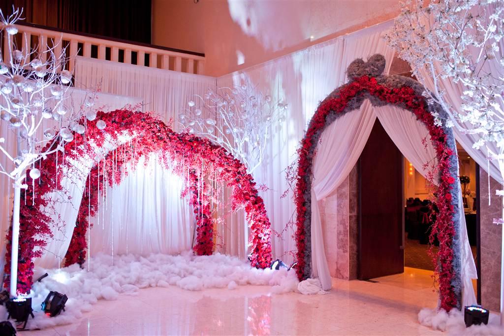 Cổng hoa cưới tông đỏ