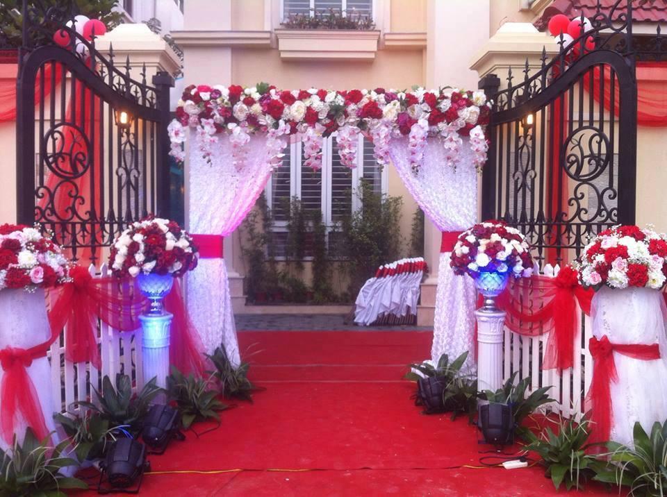 Trang trí cổng hoa cưới màu đỏ