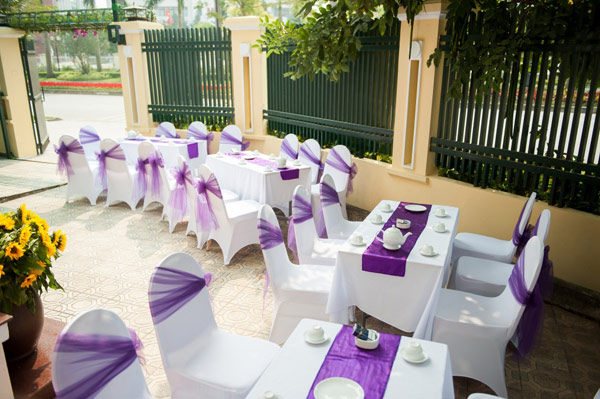 Cho thuê khăn trải bàn đám cưới màu tím