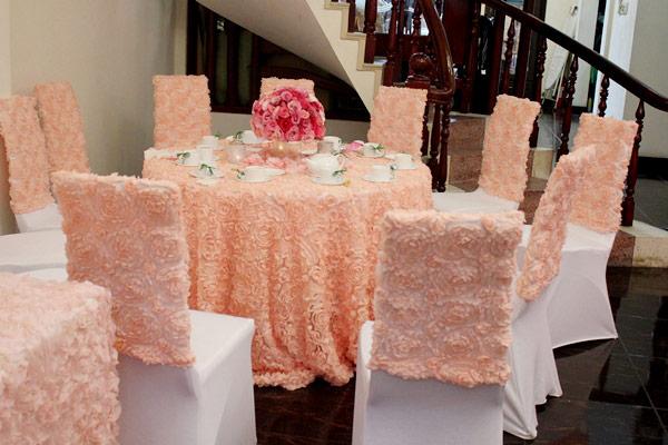 Cho thuê khăn trải bàn đám cưới hoa hồng