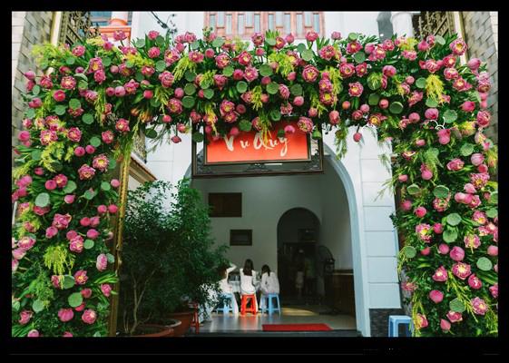 Trang trí đám cưới bằng hoa sen 1