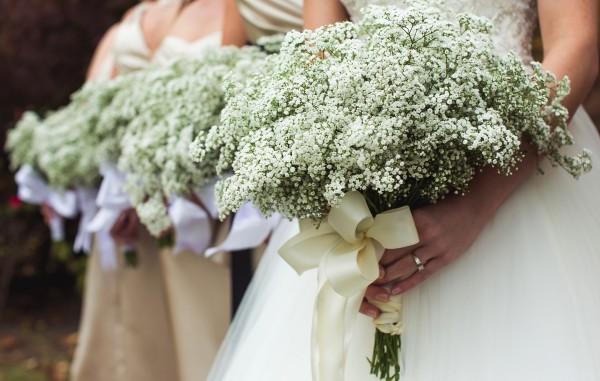 Trang trí tiêc cưới bằng hoa baby trắng