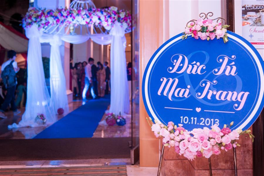 Trang trí bảng hiệu đám cưới