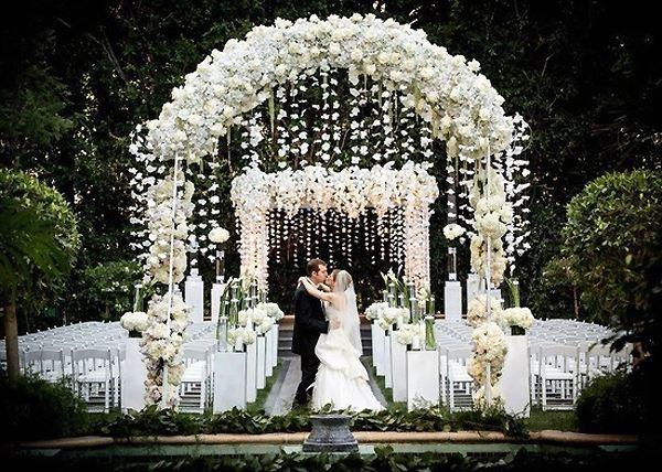Cổng hoa cưới trang trí tiệc cưới ngoài trời 1