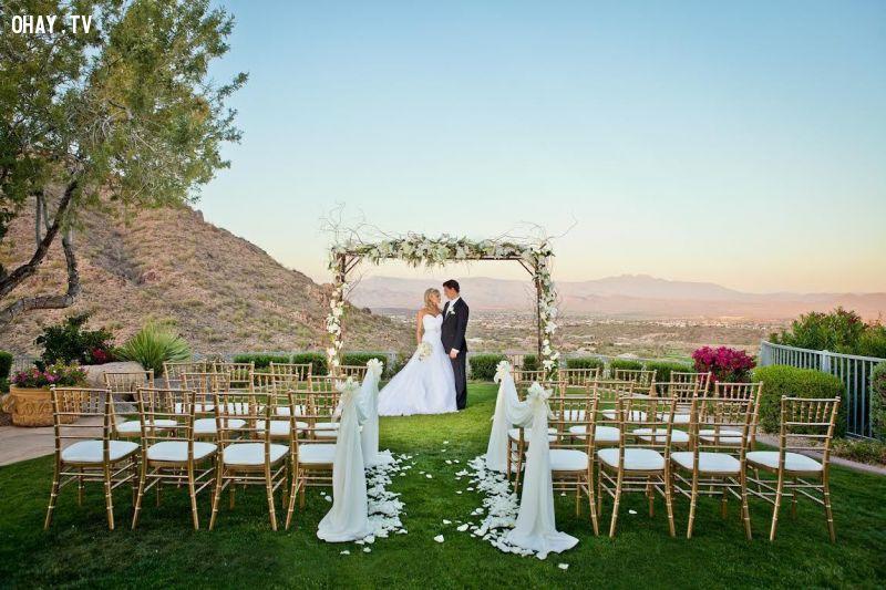 Đám cưới tổ chức ngoài trời