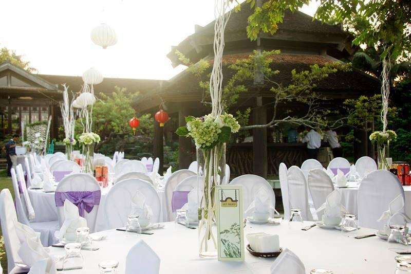 Sử dụng hoa trang trí tiệc cưới