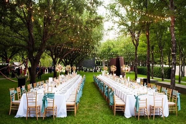Mẫu trang trí tiệc cưới ngoài trời 4