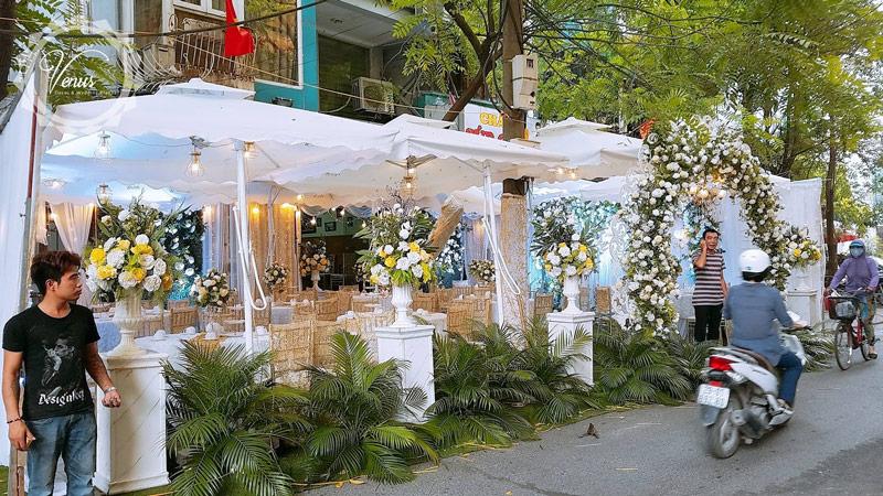 Sử dụng ô dù lệch tâm đám cưới Linh Chi và Đức Trọng