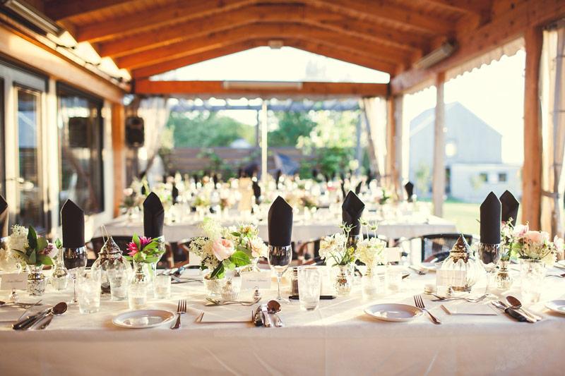 Trên thị trường chi phí thuê trang trí phòng cưới là bao nhiêu?