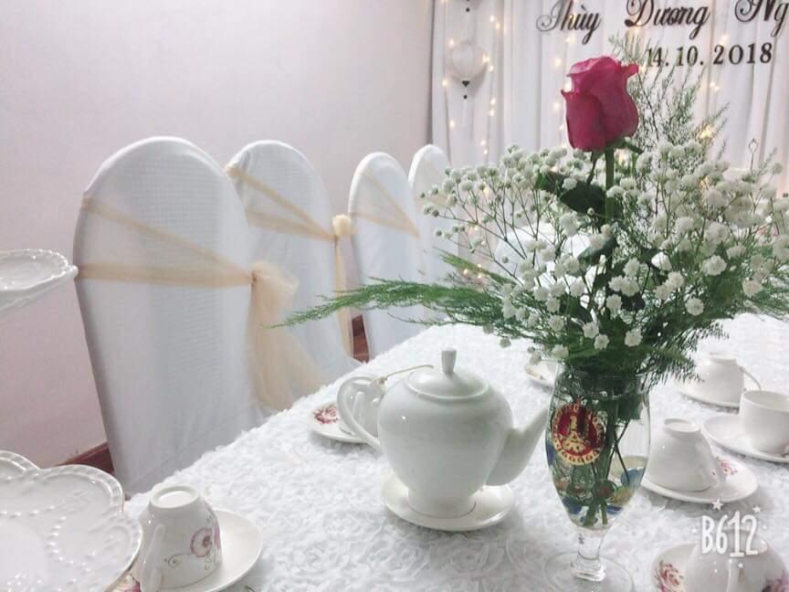 Hoa trang trí bàn tiệc Thùy Dương và Ngọc Sáng