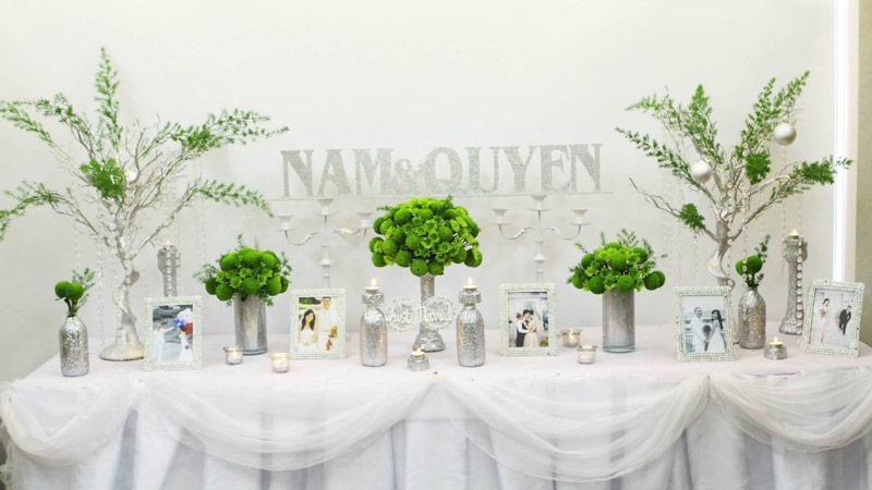 Trang trí tiệc cưới ngoài trời đẹp với bàn Gallery