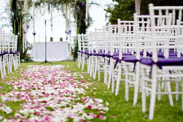 Trang trí tiệc cưới ngoài trời đơn giản