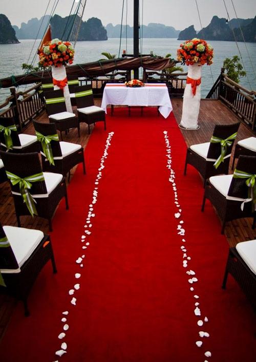 Trang trí tiệc cưới ngoài trời tại Hà Nội ở Bhaya Cruises