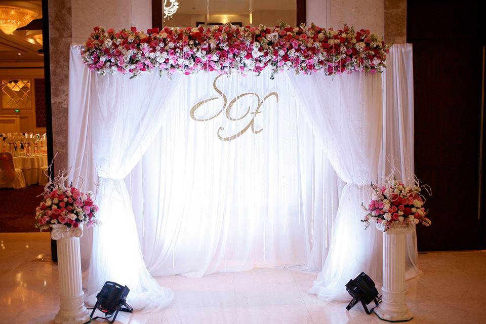 Mẫu thiết kế phông đám cưới hoa lụa