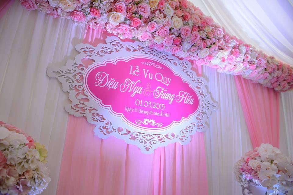 Phông đám cưới màu hồng hoa lụa