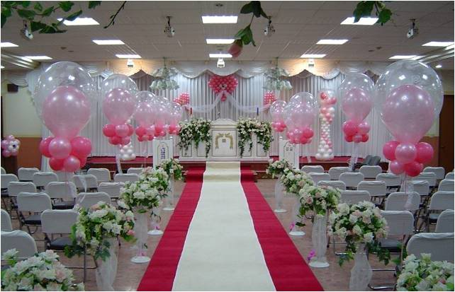 Trang trí phông sân khấu đám cưới bằng bong bóng
